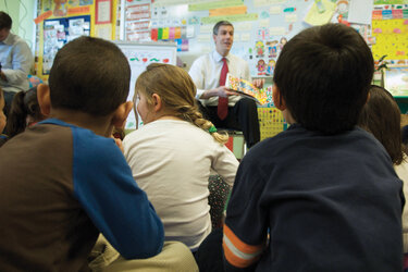 U.S. Education Secretary Arne Duncan reads to a group of schoolchildren.