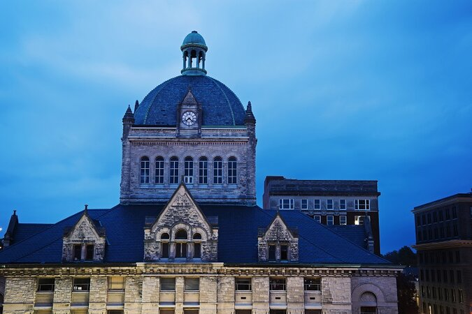 Picture of Kentucky courthouse from outside