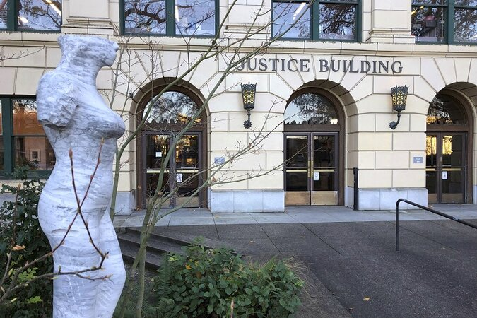 The Oregon Justice Building and statue.