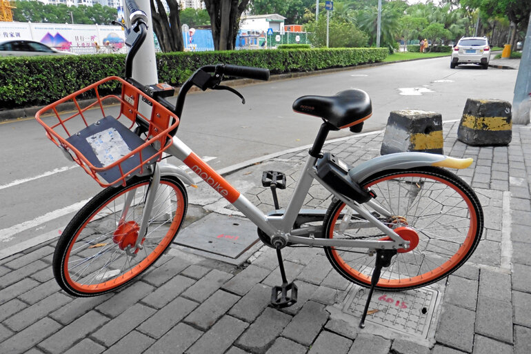 A Mobike on a streetcorner in China.