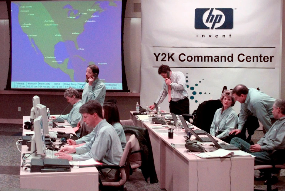 Staffers+work+at+a+Y2K+command+center+in+1999